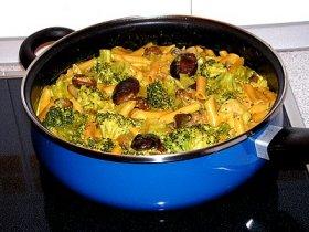 Macarrones con setas y brócoli
