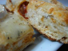 Recetas caseras : Focaccia de aceitunas negras y tomates secos con quesos