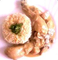 Pollo con crema de cebolla