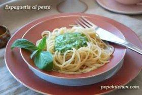 Espaguetis al pesto genovés