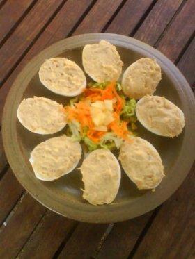 Huevos rellenos de surimi