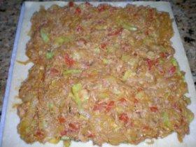 Empanada de cebolla, calabacín y atún