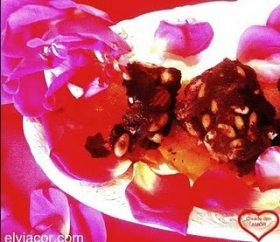 Chocolate de pétalos de Rosa y Frutos secos con naranja.