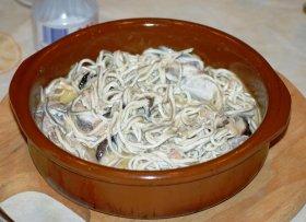 Cocochas de merluza al pil-pil con gulas