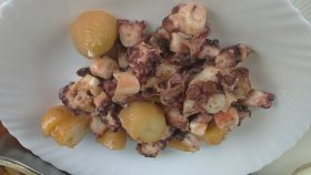 Pulpo a la gallega con patatas