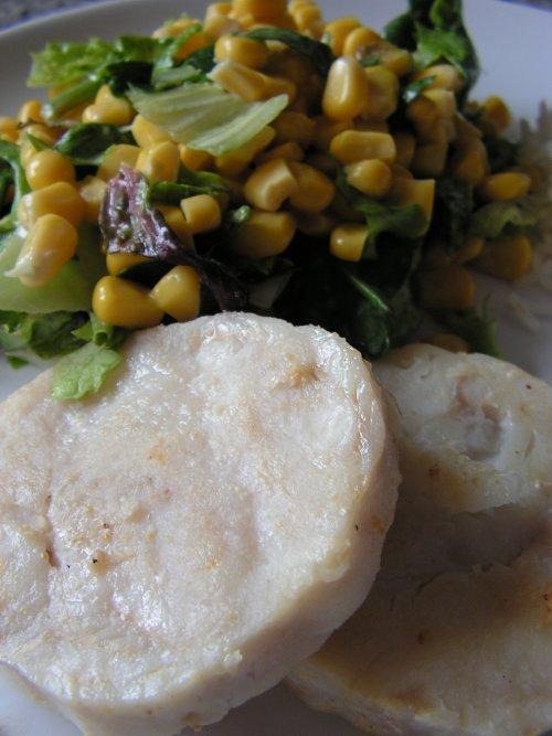 Merluza con ensalada verde y salsa de tomillo y miel