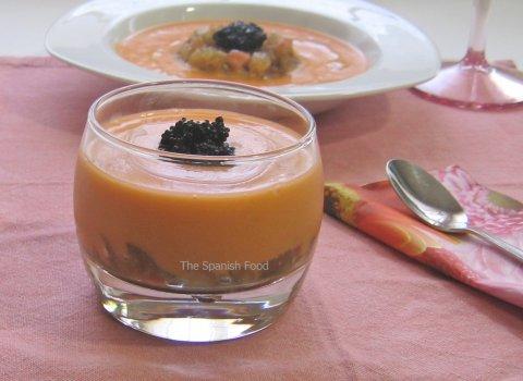 Salmorejo , tartare de kumatos,  caviar de algas y aceite de aguacate
