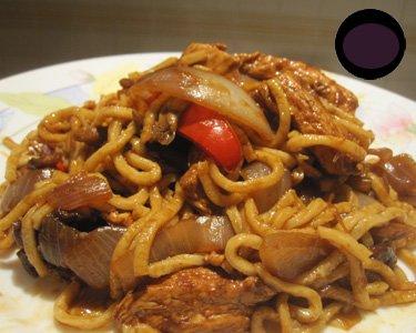 Tallarines con pollo al estilo chino