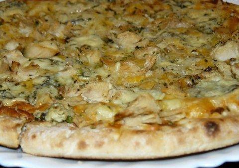 Pizza crujiente y esponjosa