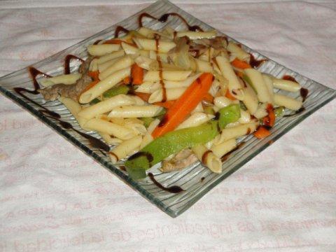 Macarrones  y verduritas al dente aromatizados