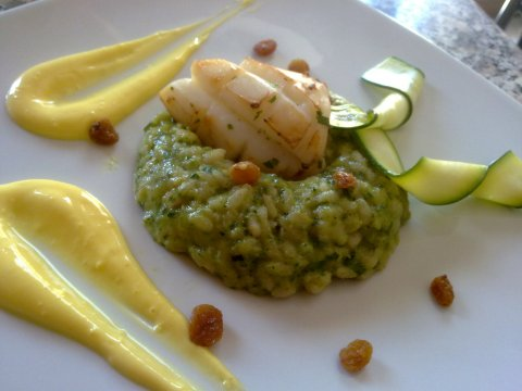 Recetas caseras : Arroz con pesto de calabacinos, sepia al curry, pasas y aliol� de curry