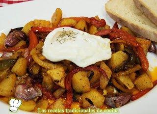 Receta de patatas al monton con pimientos y huevos