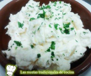 Receta de patatas con mayonesa y ajos