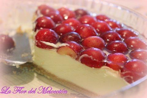 Tarta fría de queso y chocolate blanco con cerezas a la gelatina de kirsch