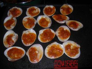 Concha fina con salsa de tomate