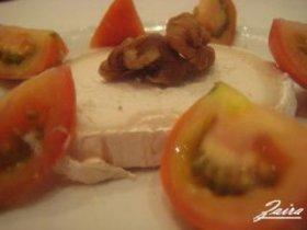 Ensalada de tomates con queso de cabra y nueces