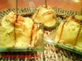 Mini bomba de patata y queso azul.