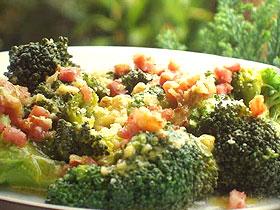 Brócoli con beicon y nueces