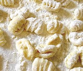 Ñoquis con mantequilla y parmesano