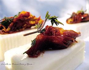 Queso de cabra fresco con tomates secos